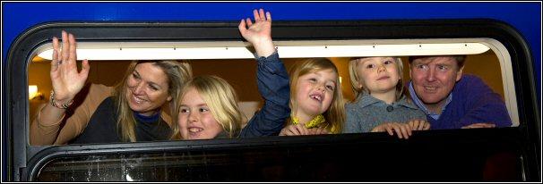 Kroonprinselijk gezin Nederland, Amsterdam onderweg naar Lech, februari 2013